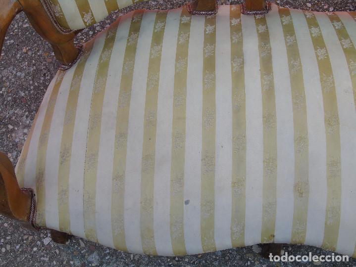 Antigüedades: ANTIGUO SOFA, TRESILLO, DE MADERA Y TAPICERÍA DE SEDA. PRINCIPIOS SG XX. - Foto 12 - 130200671