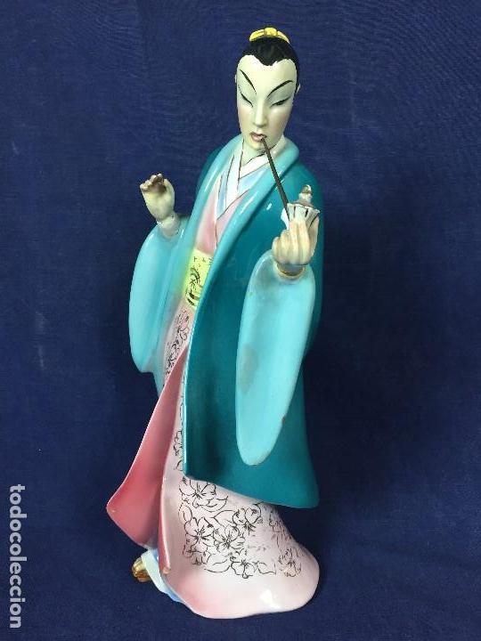 Antigüedades: figura loza italiana personaje oriental fumando asia marca en la base italia 1940 - Foto 2 - 130239346