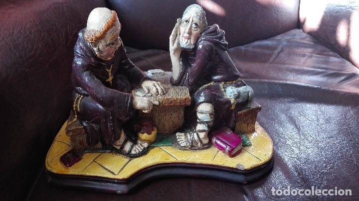Antigüedades: Dos monjes sentados en una mesa,satira. - Foto 2 - 130265814