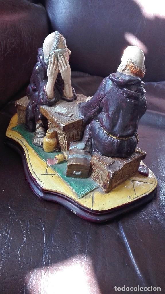Antigüedades: Dos monjes sentados en una mesa,satira. - Foto 3 - 130265814