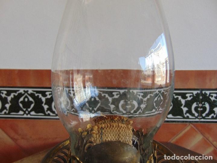 Antigüedades: MUY ANTIGUO QUINQUE QUINQUES EN FORMA EN METAL PINTADO Y CHIMENEA ,TULIPA EN CRISTAL HINK & SONS - Foto 3 - 130321762
