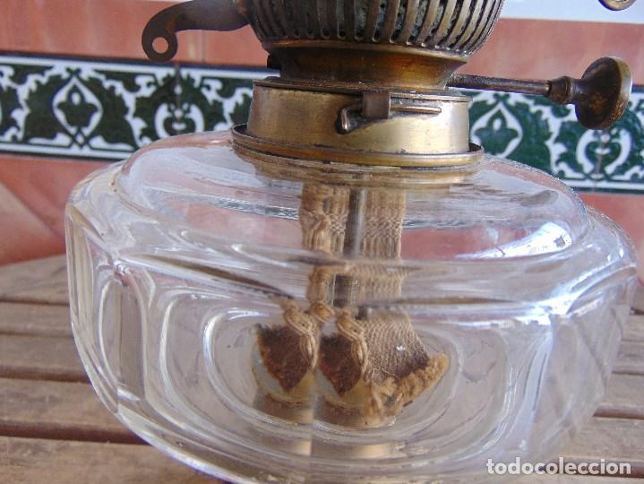 Antigüedades: MUY ANTIGUO QUINQUE QUINQUES EN FORMA EN METAL PINTADO Y CHIMENEA ,TULIPA EN CRISTAL HINK & SONS - Foto 5 - 130321762