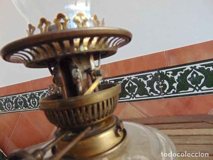 Antigüedades: MUY ANTIGUO QUINQUE QUINQUES EN FORMA EN METAL PINTADO Y CHIMENEA ,TULIPA EN CRISTAL HINK & SONS - Foto 19 - 130321762