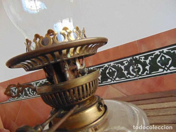 Antigüedades: MUY ANTIGUO QUINQUE QUINQUES EN FORMA EN METAL PINTADO Y CHIMENEA ,TULIPA EN CRISTAL HINK & SONS - Foto 20 - 130321762