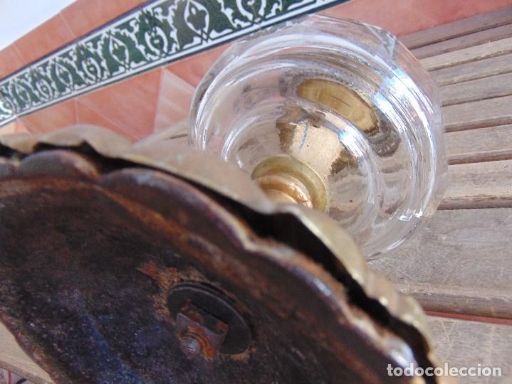 Antigüedades: MUY ANTIGUO QUINQUE QUINQUES EN FORMA EN METAL PINTADO Y CHIMENEA ,TULIPA EN CRISTAL HINK & SONS - Foto 28 - 130321762