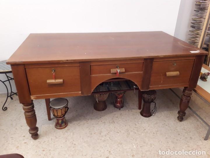 Antigüedades: Mesa escritorio Hotel Alfonso XII Sevilla de madera maciza. - Foto 2 - 110279171