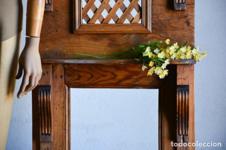Antigüedades: Mueble auxiliar estantería con espejo para entrada o hall - Puerta confesionario antiguo de madera - Foto 2 - 130420930