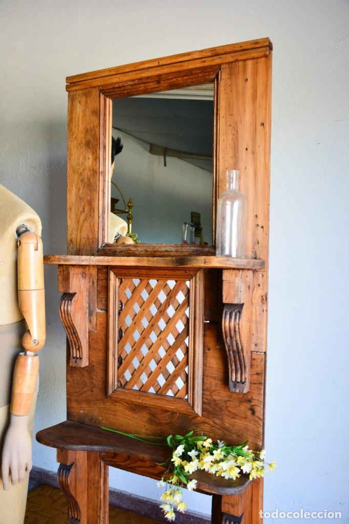 Antigüedades: Mueble auxiliar estantería con espejo para entrada o hall - Puerta confesionario antiguo de madera - Foto 3 - 130420930