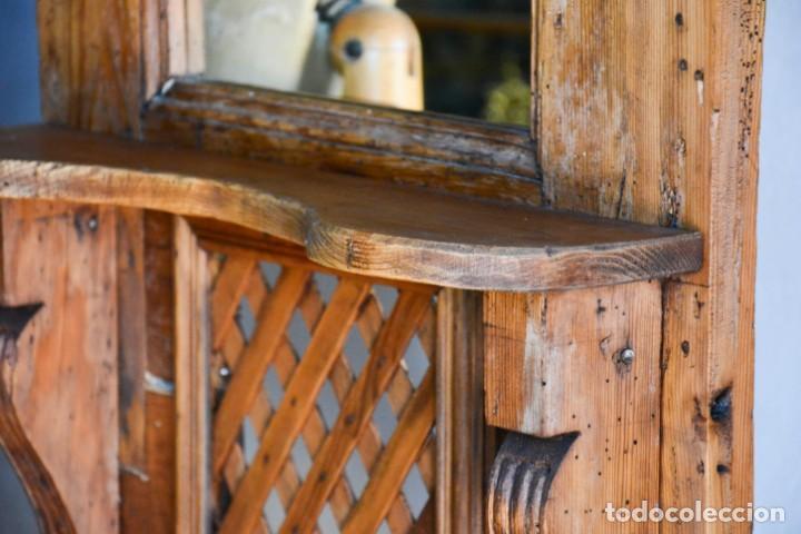 Antigüedades: Mueble auxiliar estantería con espejo para entrada o hall - Puerta confesionario antiguo de madera - Foto 4 - 130420930
