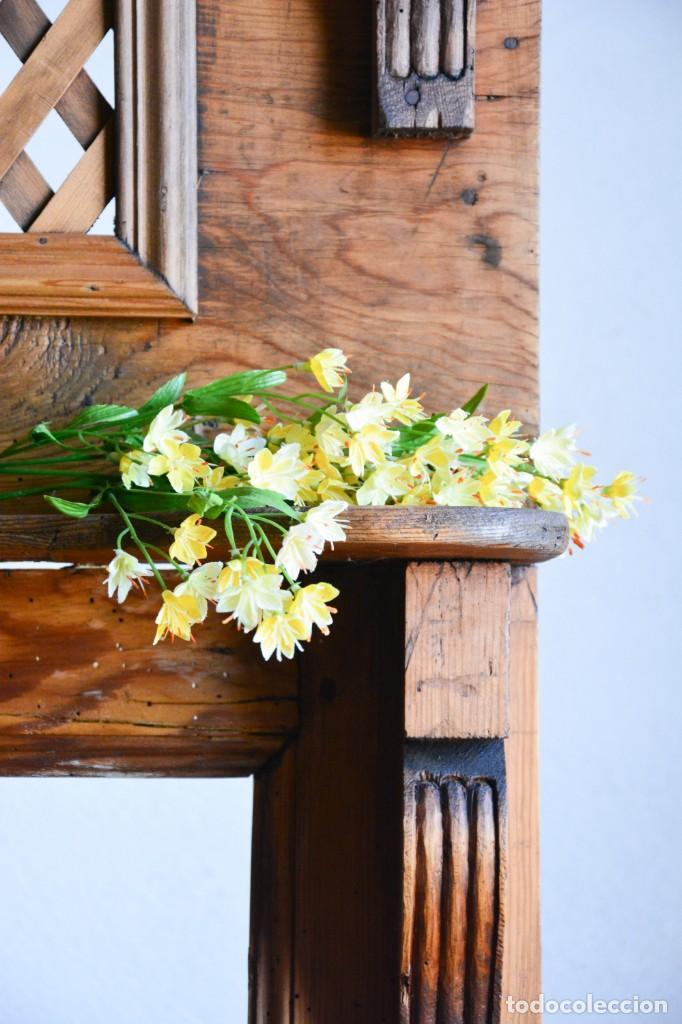 Antigüedades: Mueble auxiliar estantería con espejo para entrada o hall - Puerta confesionario antiguo de madera - Foto 5 - 130420930