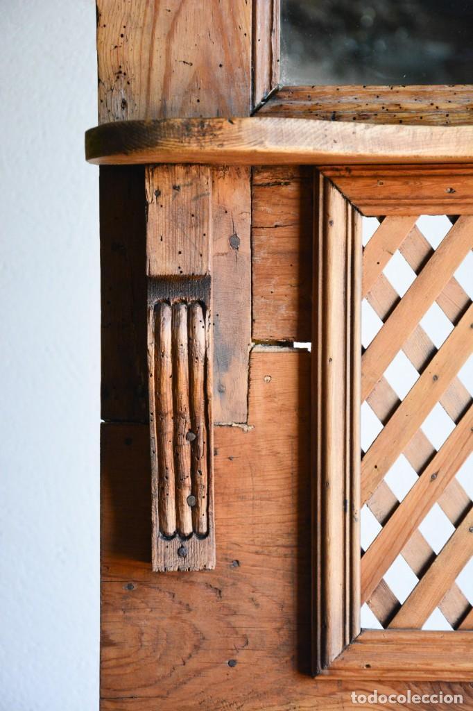 Antigüedades: Mueble auxiliar estantería con espejo para entrada o hall - Puerta confesionario antiguo de madera - Foto 8 - 130420930