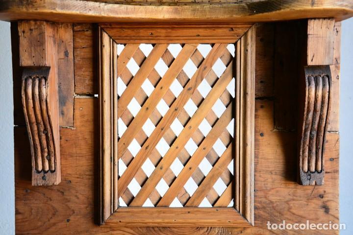 Antigüedades: Mueble auxiliar estantería con espejo para entrada o hall - Puerta confesionario antiguo de madera - Foto 9 - 130420930