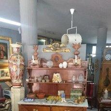 Antigüedades: ANTIGUO MUEBLE ENTREDOS CON ESTANTERÍA DE MADERA DE NOGAL. SIGLO XIX. Lote 130451214