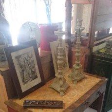 Antiquitäten - Antigua mesa Fernandina de principios del siglo XIX. Madera frutal y chapeado en palo rosa. - 130451914