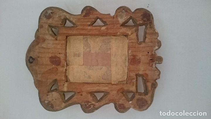 Antigüedades: Antigua cornucopia, espejo de madera de pino dorada al oro fino. Siglo XX. 26x16cm - Foto 2 - 130453826