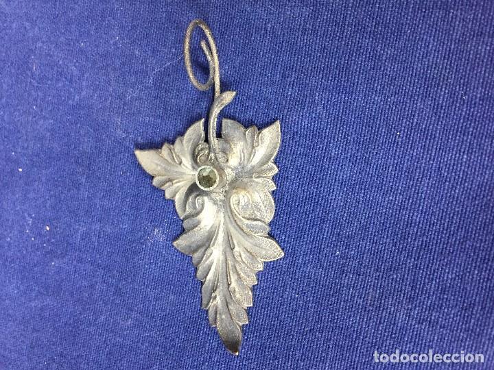 Antigüedades: antigua y pequeña palmatoria en metal plateado en forma de hoja un asa - Foto 2 - 130478854