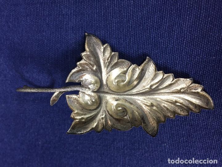 Antigüedades: antigua y pequeña palmatoria en metal plateado en forma de hoja un asa - Foto 5 - 130478854