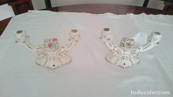 Antigüedades: Antiguos candelabros de porcelana ,años 50 - Foto 2 - 130484982