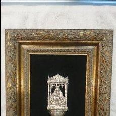Antigüedades: ANTIGUA BENDITERA LABRADA DE PLATA ,NUESTRA SEÑORA DEL CAMINO.MARCO DE MADERA TALLADA. PESO 86 GRS.. Lote 130488062