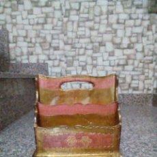 Antigüedades: REVISTERO. Lote 130513342
