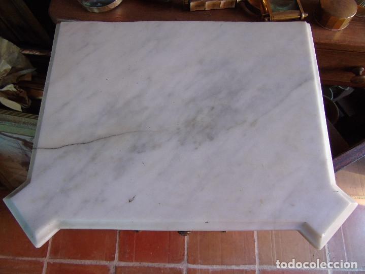 Antigüedades: MESILLA CON MARMOL BLANCO DE OREJAS - Foto 4 - 26040541