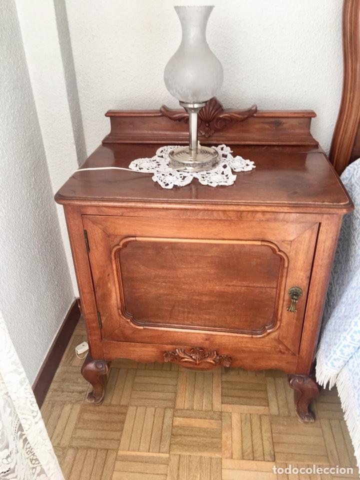 Antigüedades: Juego de dos mesillas de madera tallada-(18276) - Foto 3 - 130542623