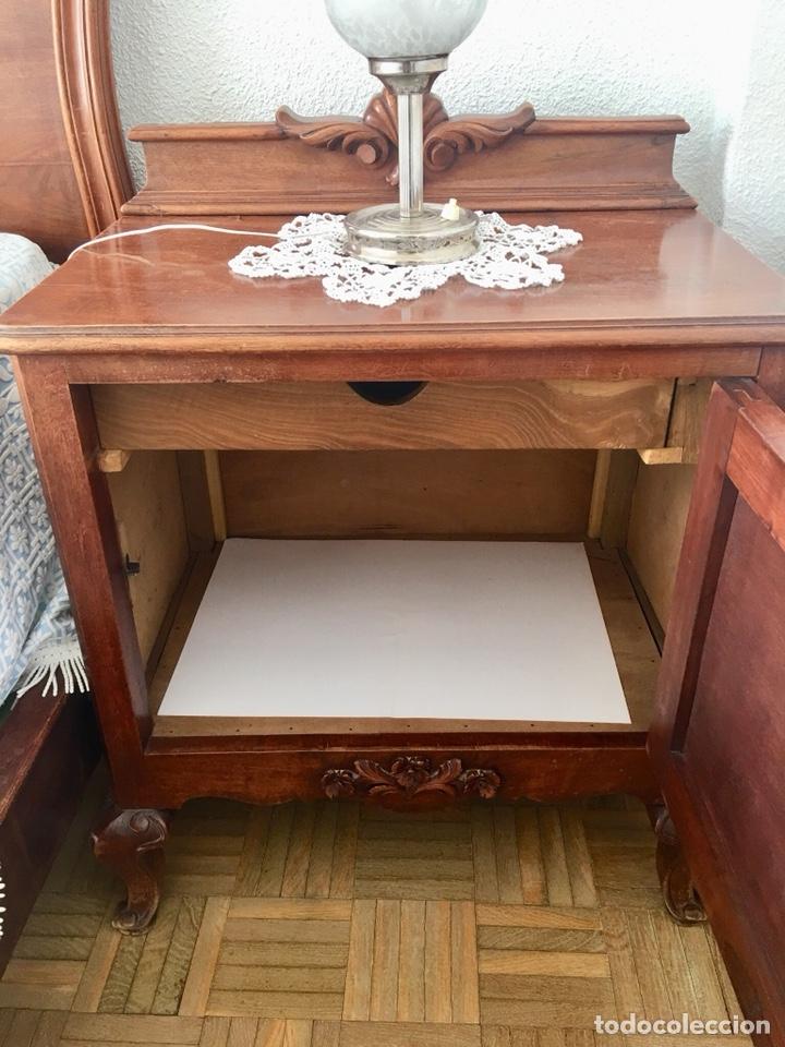Antigüedades: Juego de dos mesillas de madera tallada-(18276) - Foto 4 - 130542623