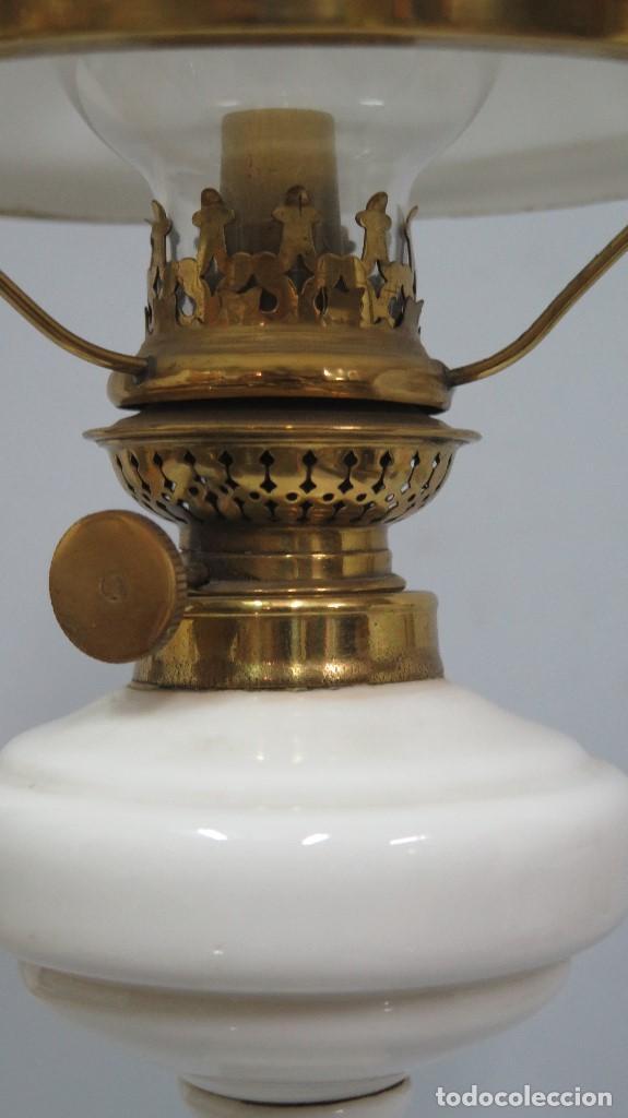 Antigüedades: ANTIGUO QUINQUE DE OPALINA BLANCA. COMPLETO. SIGLO XIX - Foto 7 - 130545930