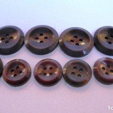 Antigüedades: ANTIGUOS BOTONES: 6 +4 EN TONOS MARRONES BRILLANTES .DIAMETRO 21 Y 15 MM. (REF-135). Lote 130619054