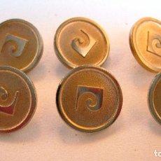Antigüedades: ANTIGUOS BOTONES: 6 EN TONOS DORADOS PIERRE CARDIN, ALGO GASTADOS .DIAMETRO 11 MM. (REF-137). Lote 130619554