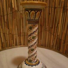 Antigüedades: CANDELERO. CANDELABRO PORTAVELAS CERAMICA TALAVERA. Lote 130628635