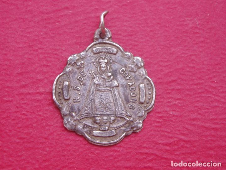 MEDALLA ANTIGUA VIRGEN DE COVADONGA. ASTURIAS. (Antigüedades - Religiosas - Medallas Antiguas)