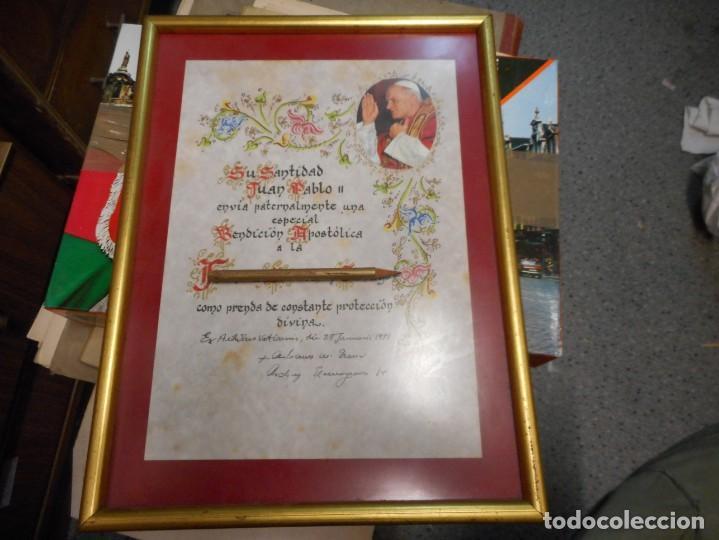 PRECIOSA BENDICION DEL PAPA JUAN PABLO ENMARCADA DE 1981 (Antigüedades - Religiosas - Varios)