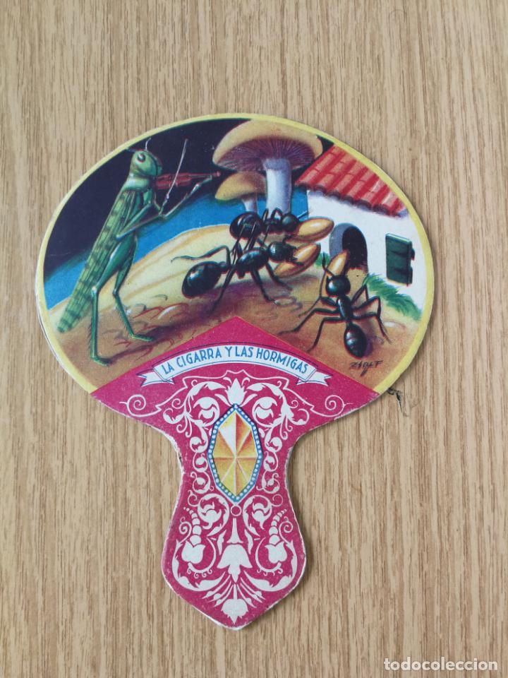 ANTIGUO PAY PAY IMAGEN LA CIGARRA Y LAS HORMIGAS.PELICULA NO TIENE PUBLIDAD EN EL REVERSO (Antigüedades - Moda - Abanicos Antiguos)