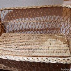 Antigüedades: SILLÓN ANTIGUO DE MIMBRE INFANTIL CON CAJON. Lote 130698753
