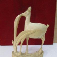 Antigüedades: BONITA FIGURA DE HUESO O MARFIL. Lote 130702729