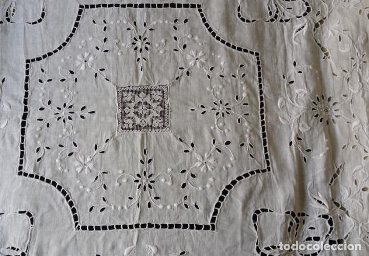 Antigüedades: Antiguo mantel - bordado modernista - Foto 7 - 130703844