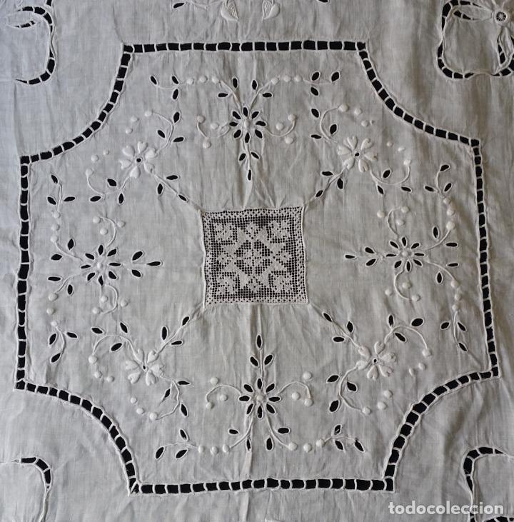 Antigüedades: Antiguo mantel - bordado modernista - Foto 8 - 130703844