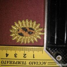 Antigüedades: REFERENCIA THT - PIEZA BORDADA BORDADO FLORES APLICACION CONFECCIONES , FLOR SOL HILO ORO . Lote 130726654