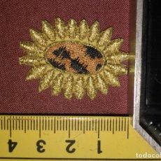 Antigüedades: REFERENCIA THT - PIEZA BORDADA BORDADO FLORES APLICACION CONFECCIONES , FLOR SOL HILO ORO . Lote 130726759