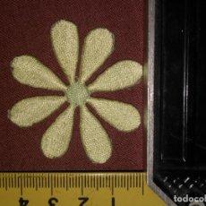 Antigüedades: REFERENCIA THT - PIEZA BORDADA BORDADO APLICACION CONFECCIONES , FLOR COLOR. Lote 130727664