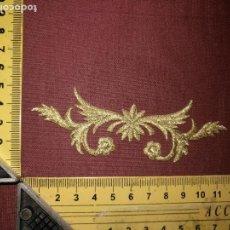 Antigüedades: PIEZA APLICACION APLIQUE BORDADO HILO DORADO ORO IDEAL CONFECCION SAYA TRAJE VIRGEN FAJIN. Lote 130762308