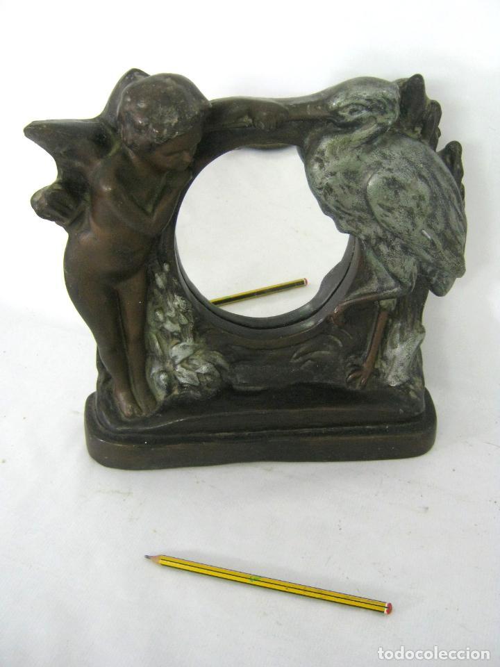 Antigüedades: 30 cm - Antiguo espejo de mesa Modernista Art Nouveau c.1900/1920 - Angel y cigüeña - Maternidad - Foto 2 - 130790100