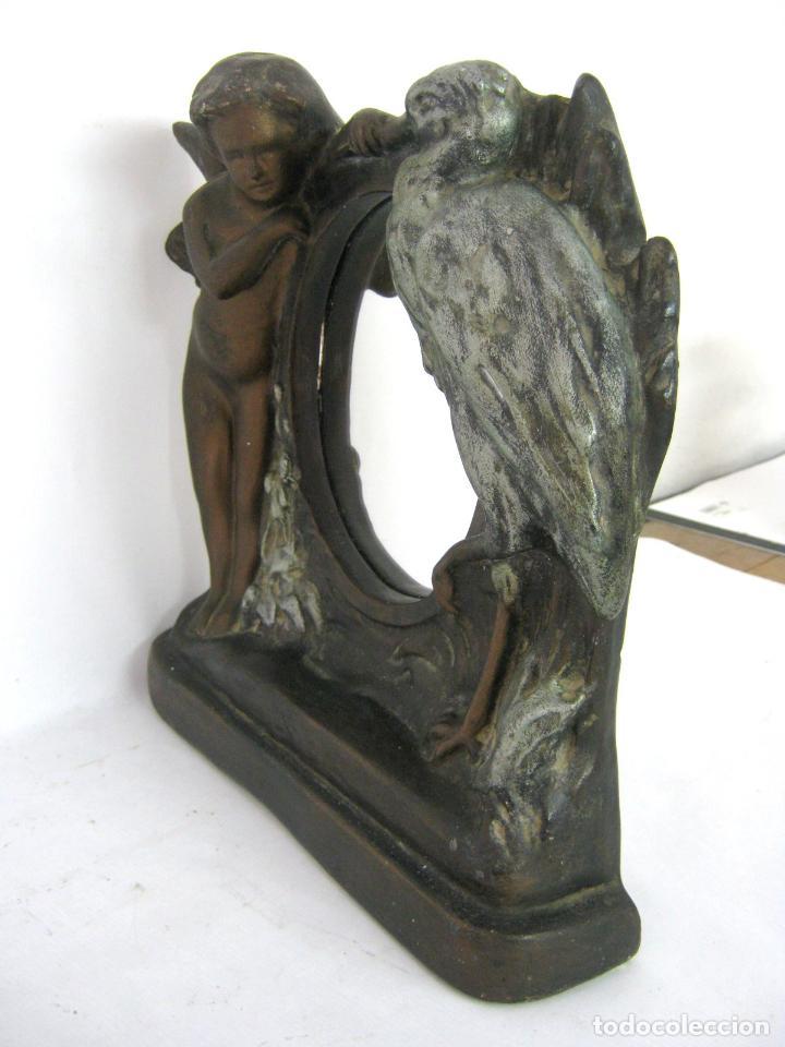 Antigüedades: 30 cm - Antiguo espejo de mesa Modernista Art Nouveau c.1900/1920 - Angel y cigüeña - Maternidad - Foto 7 - 130790100