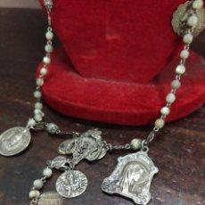 Antigüedades: PRECIOSO ROSARIO DE PLATA RECARGADO CON MEDALLAS ANTIGUAS. Lote 130867896