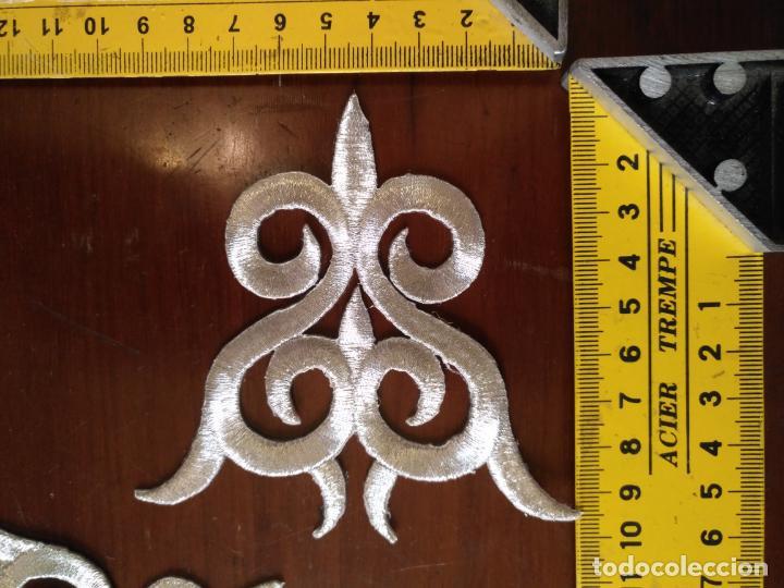 Antigüedades: fajin para virgen de tamaño natural composicion de 3 pieza aplicacion aplique bordado hilo plateado - Foto 4 - 141473732