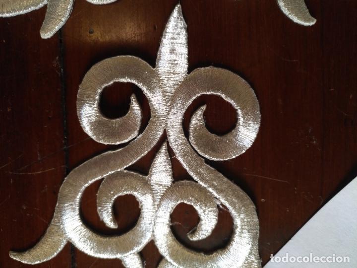 Antigüedades: fajin para virgen de tamaño natural composicion de 3 pieza aplicacion aplique bordado hilo plateado - Foto 7 - 141473732