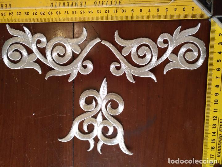 Antigüedades: fajin para virgen de tamaño natural composicion de 3 pieza aplicacion aplique bordado hilo plateado - Foto 12 - 141473732