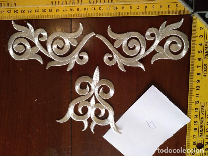 Antigüedades: fajin para virgen de tamaño natural composicion de 3 pieza aplicacion aplique bordado hilo plateado - Foto 13 - 141473732