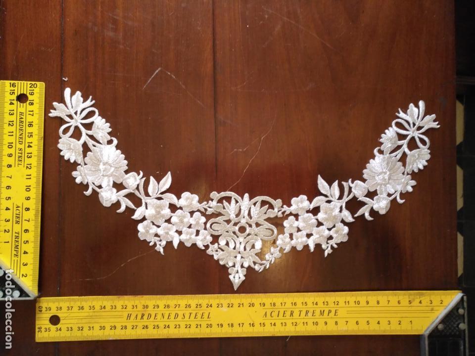Antigüedades: fajin para virgen de tamaño natural composicion de 5 pieza aplicacion aplique bordado hilo plateado - Foto 2 - 130898644
